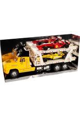 Gelber Autoträger-Truck mit 2 Formel 1